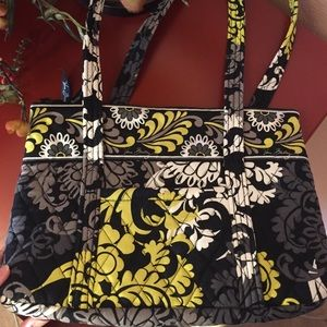 Vera Bradley tote bag with lots of Organization